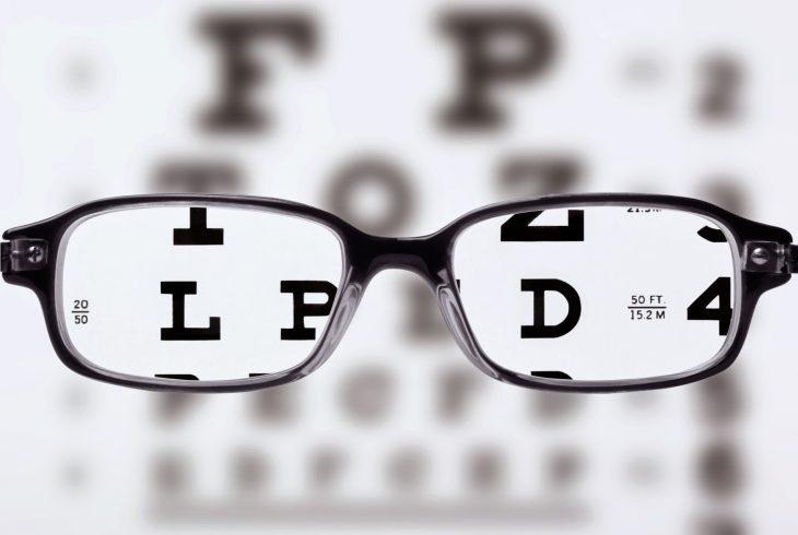 examen de la vista con gafas