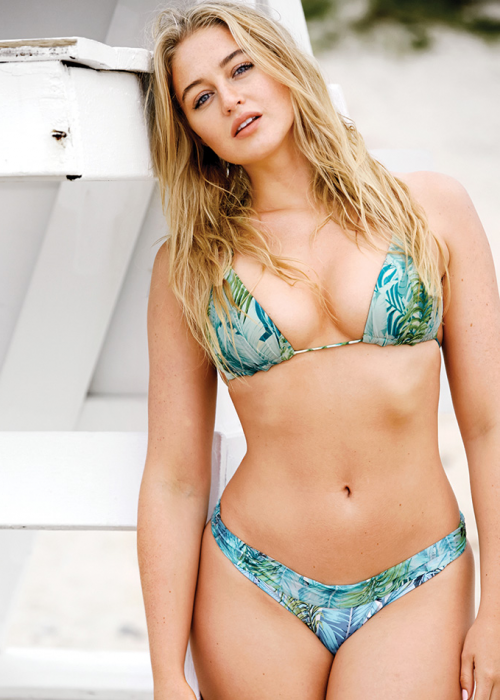 chica con curvas en bikini