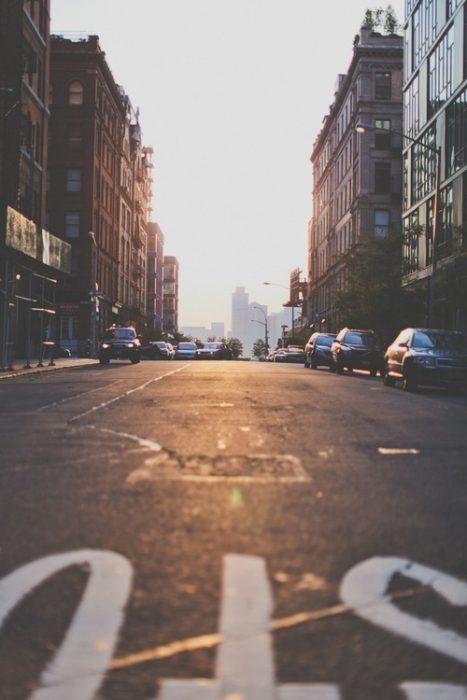 calles vacías al amanecer