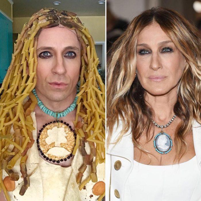 mujer rubia con collar y hombre con sopa en el cabello