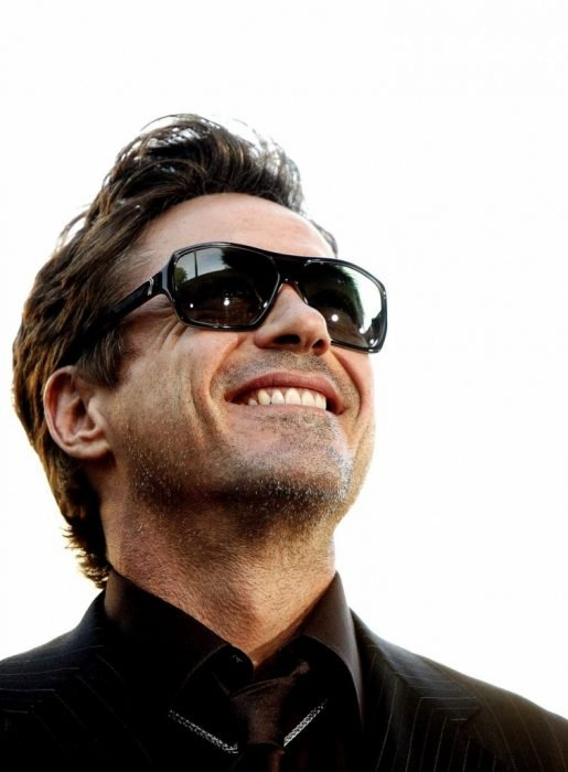 robert downey jr sonriendo