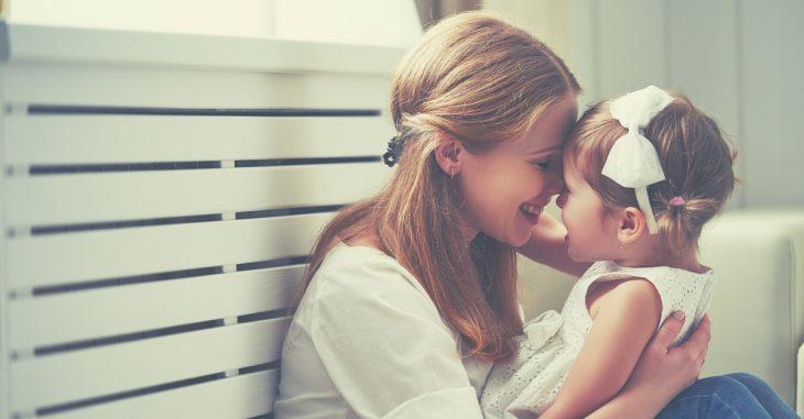 madre con hija pequeña