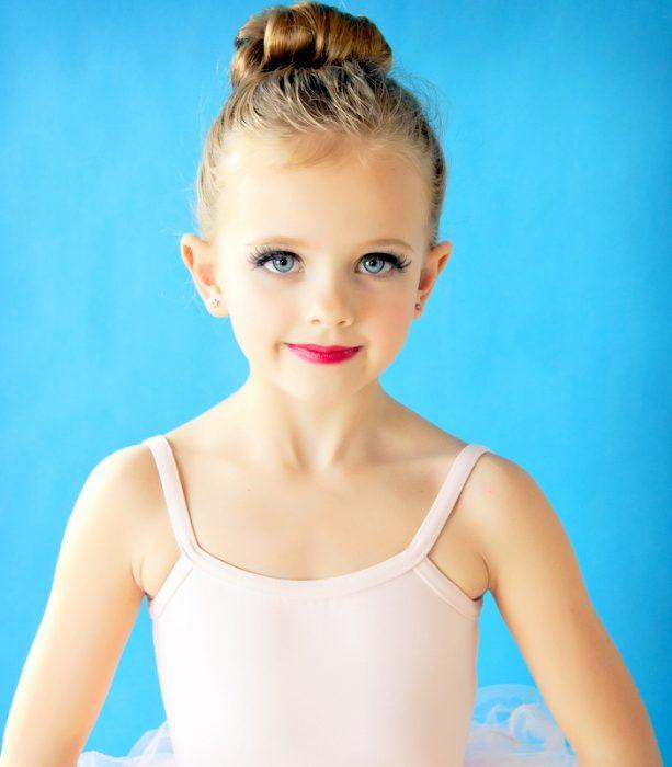 niña bailarina maquillada