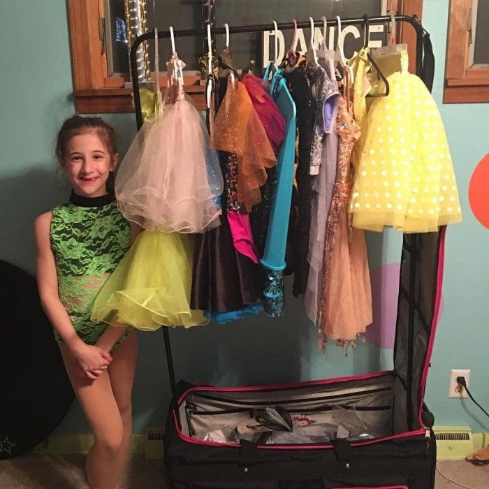 niña con vestuarios de bailarina