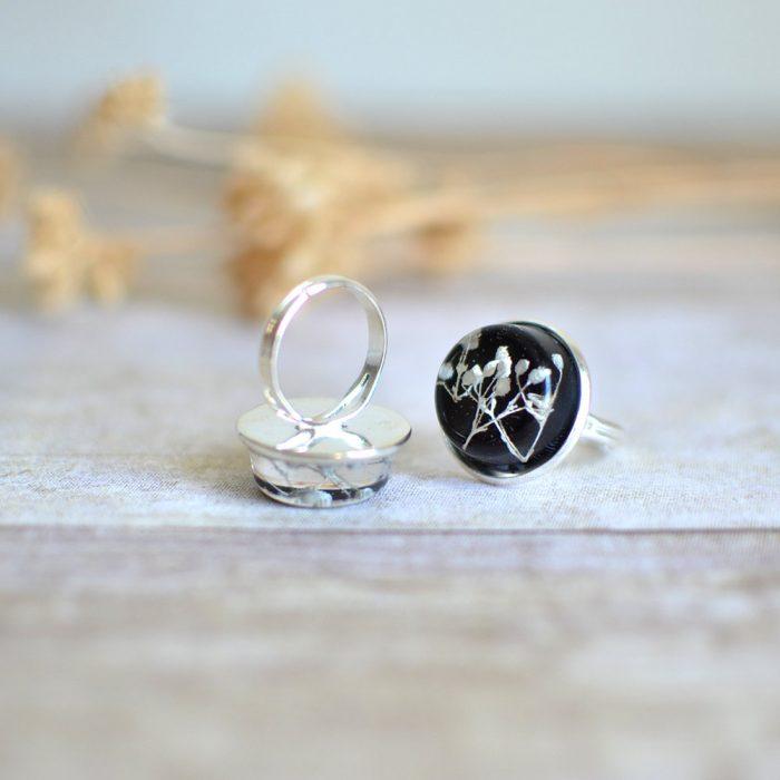 anillo de flor encapsulada en resina