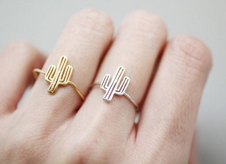 anillo en forma de cacto
