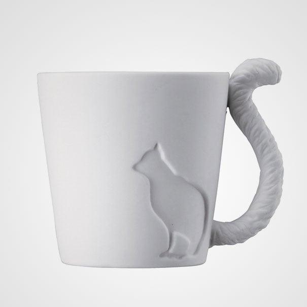 taza blanca con forma de gato