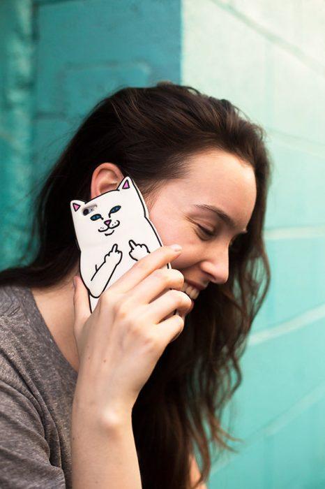 funda de celular en forma de gato