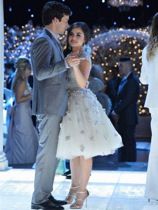 pareja en pista de baile bailando