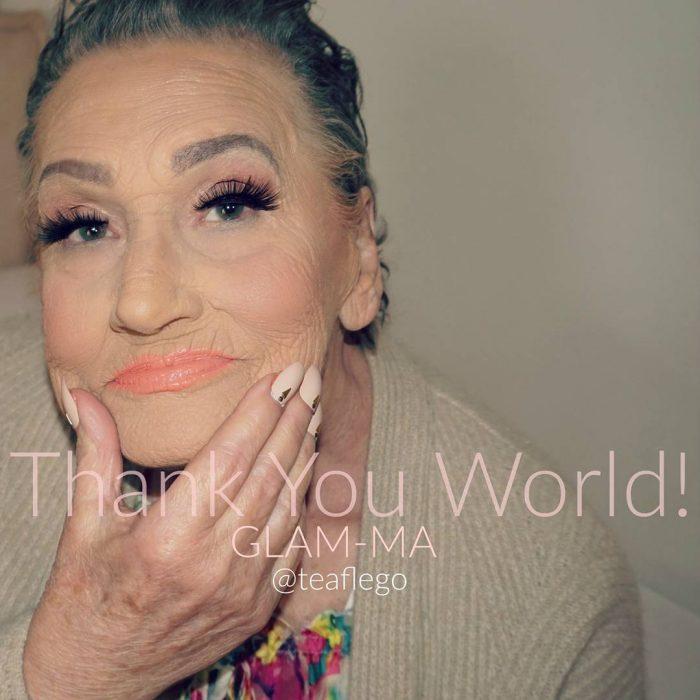 Abuela de 80 años con maquillaje y pestañas