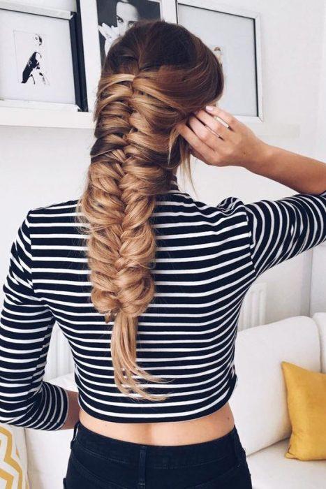 Chica con el cabello trenzado