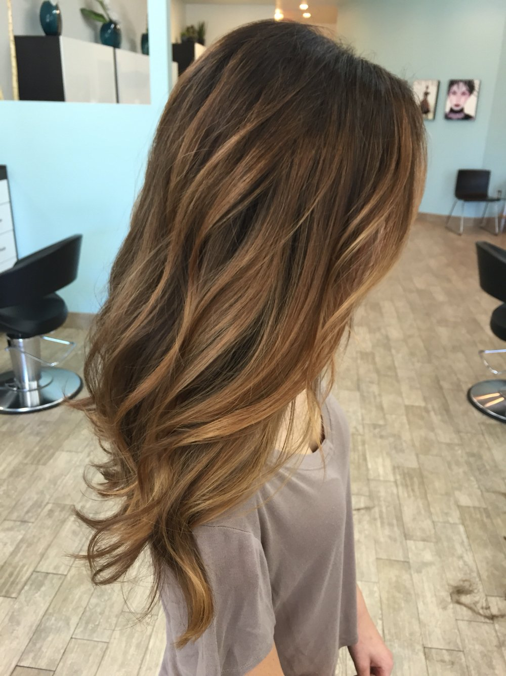 Ombre Hair Brown To Caramel To Blonde Medium Length 15 Cortes de pelo para...