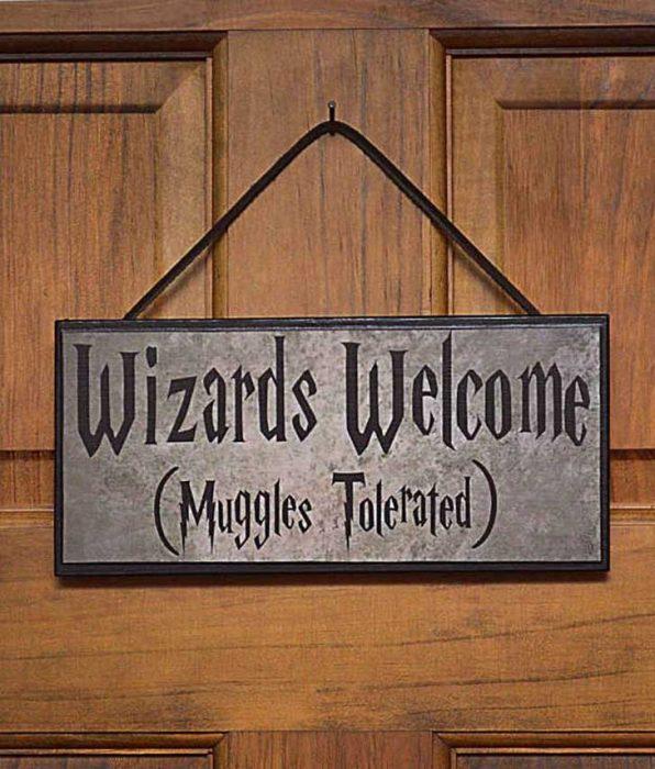 Letrero de bienvenida en casa inspirado en Harry Potter
