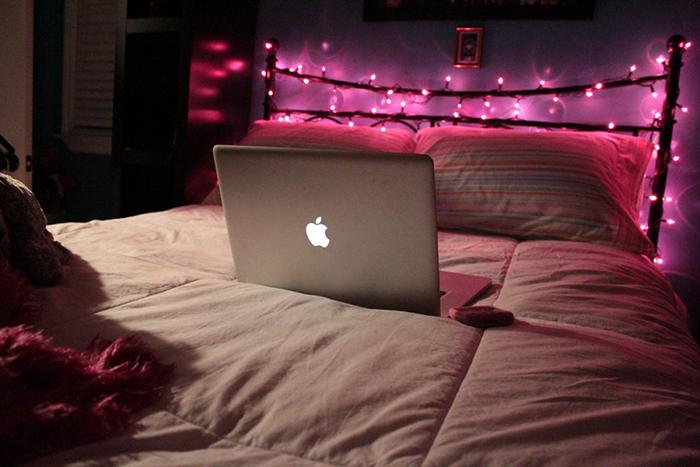 cama y luces navideñas para decorar