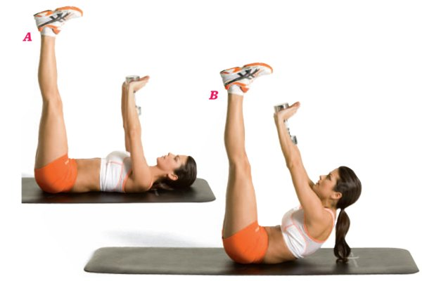 Chica realizando ejercicios para ala prensa