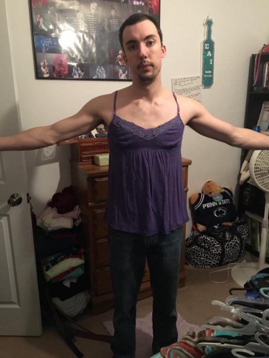 Chico usando la ropa de su novia se vuelve viral en redes sociales