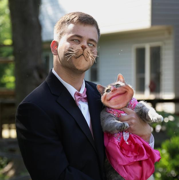 Chico photoshopeado con un rostro de gato