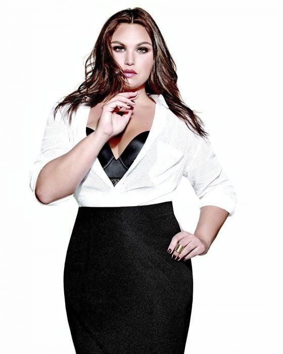 Estefanía Villarreal actriz de Rebelde posando para una revista