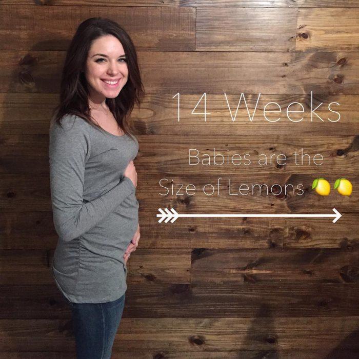 Chica mostrando su embarazo de 14 semanas