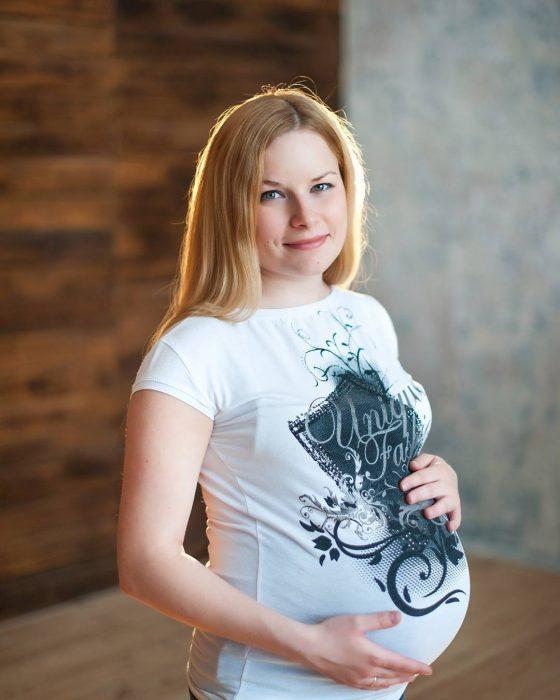 Chica embarazada de 42 semanas