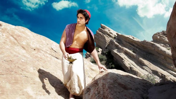 Leo camacho interpretando a Aladdín