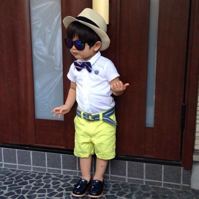 bebé vestido con bermuda, camisa y sombrero