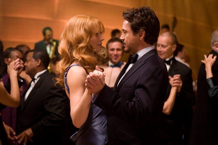 pareja bailando en fiesta elegante