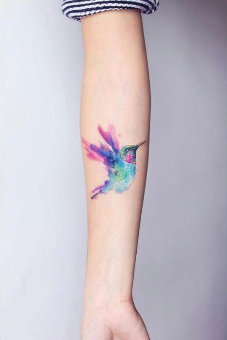 Tstuaje de colibrí