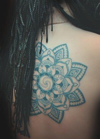 10 tatuajes para la espalda de las mujeres y su significado