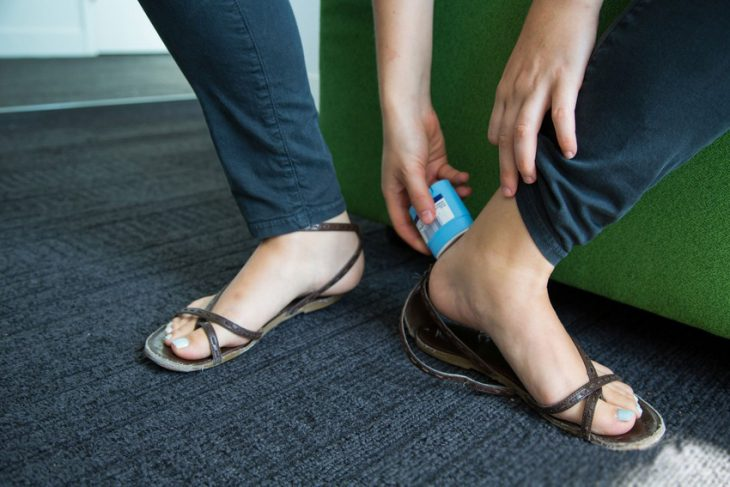 Desodorante en barra en los pies