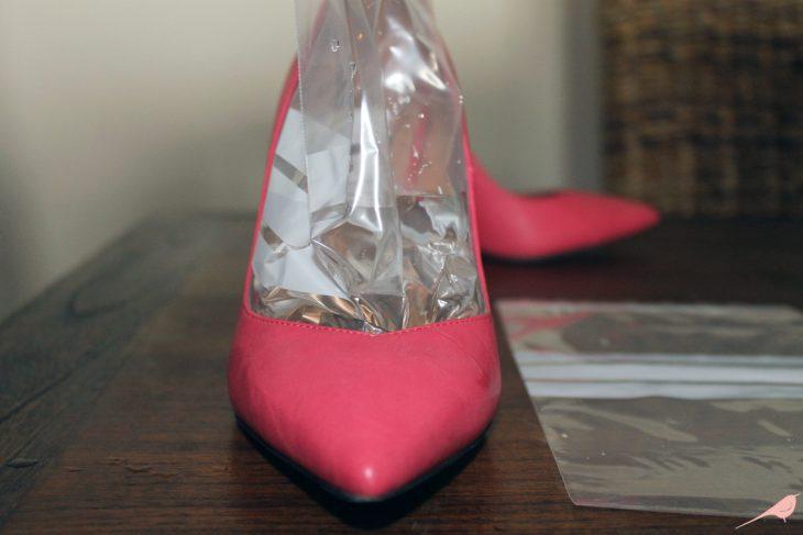 Zapatos con una bolsa con agua adentro