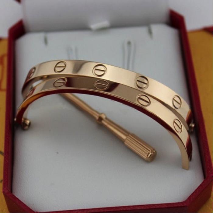 bracalete de oro en su caja marca cartier