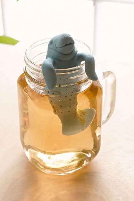 Dispensador de té en forma de león marino