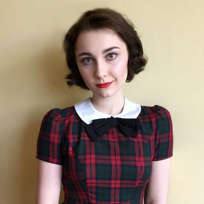 Chica con un look de los años 40's