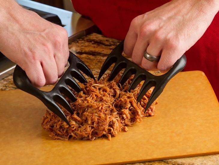 agrras para partir carne en tabla
