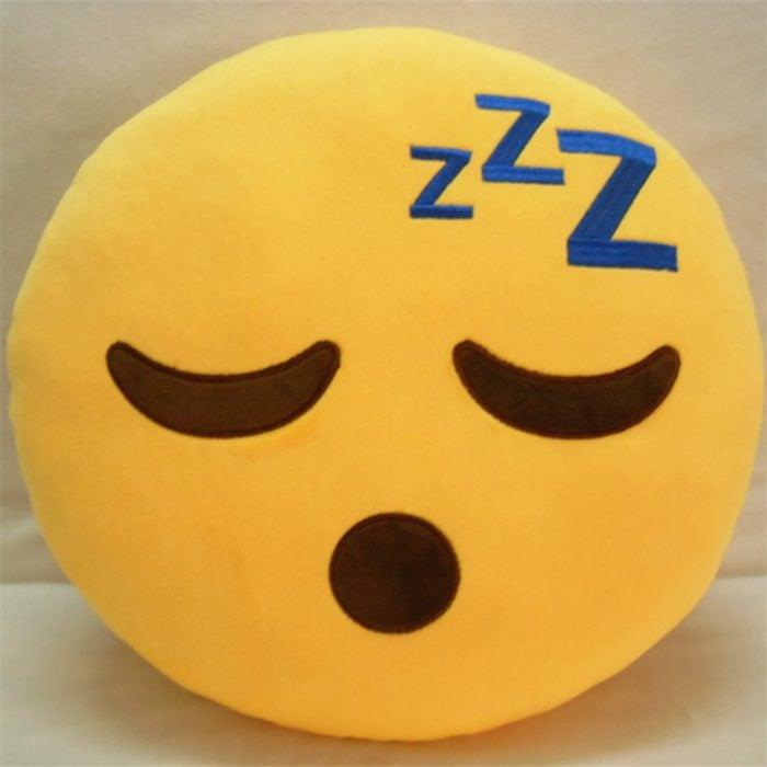cojin almohada con cara emoticon durmiendo