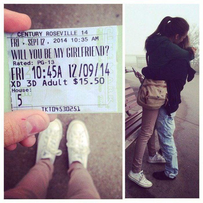 boleto para cine con propuesta pareja abrazada