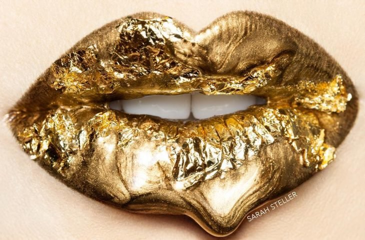 Labios color dorado