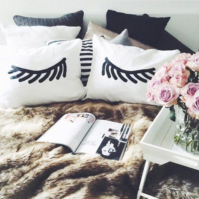 almohadas con dibujos de ojos cerrados