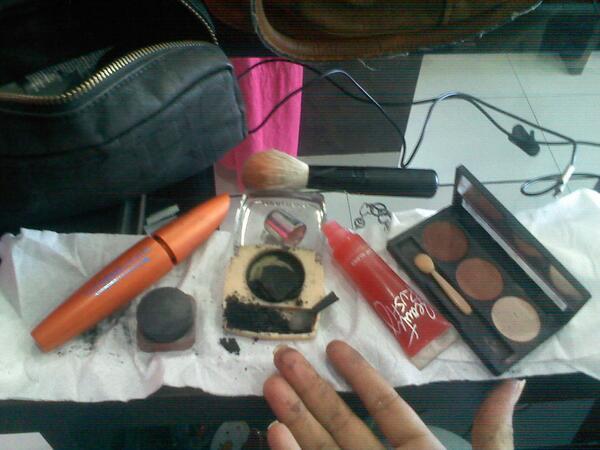 Paleta de maquillaje color negro quebrado