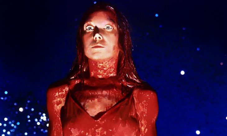 chica cubierta de sangre