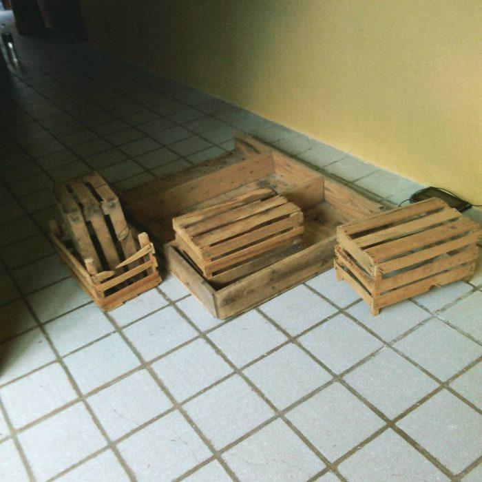 rejas de madera como juego de sala