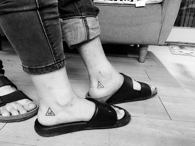 tatuaje pareja diseño pequeño