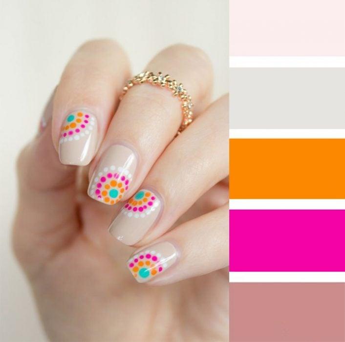 Combinaciones de uñas en colores rosas y naranjas
