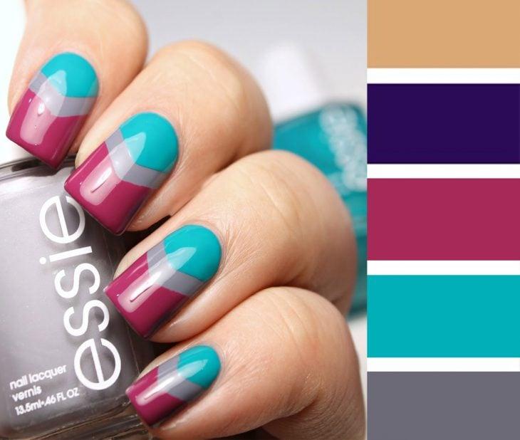Combinaciones de uñas en color azul, gris y ciruela