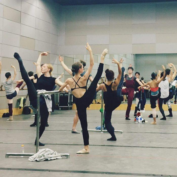 Chicas en clase de ballet