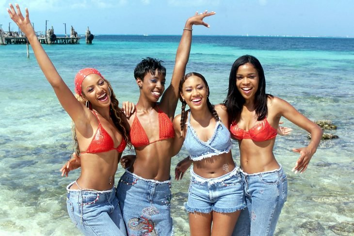 Chicas vestidas de denim en la década de los 2000