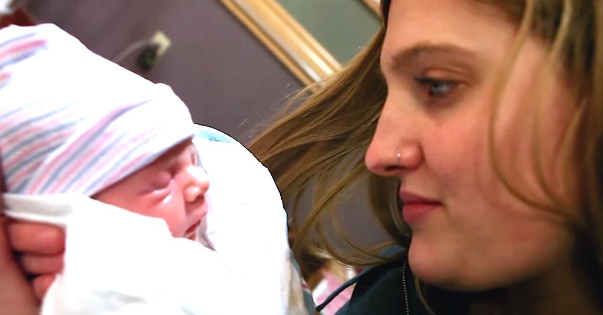 Ellos adoptaron a una bebé. Y cuando el papá conoce a la madre biológica, las lágrimas aparecen