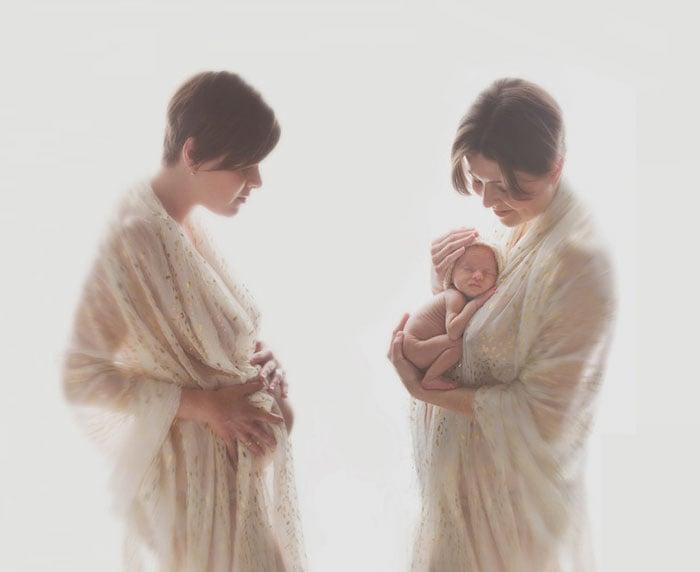 Foto chica con bebé en brazos