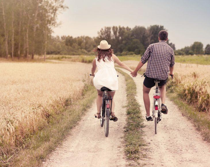Paseo romántico en bicicleta.